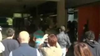 12-bergamo-9-aprile-2011-polizia-contro-usb-e-centro-sociale-che-contestano-maroni