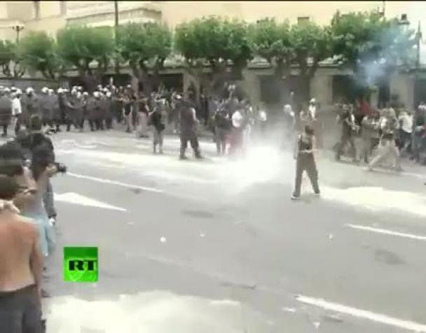 la-grecia-nel-caos-scontri-ad-atene