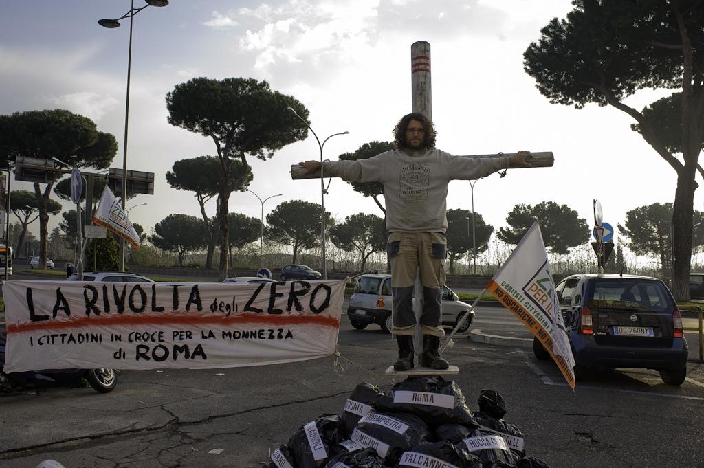 La rivolta degli Zero: i cittadini in croce contro discariche e inceneritori