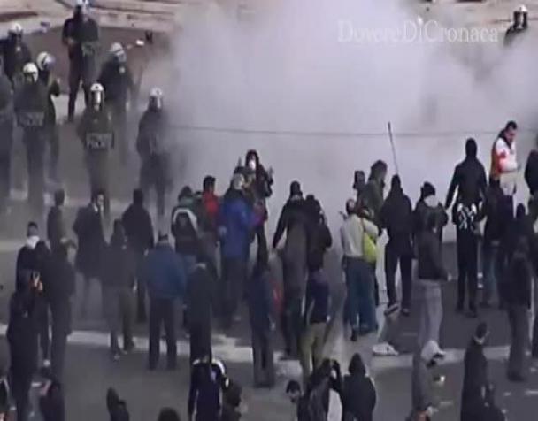 grecia-scontri-e-molotov-davanti-al-parlamento