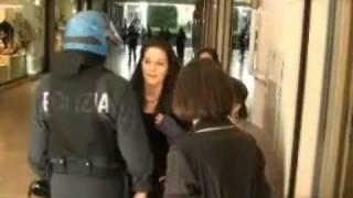22-bergamo-9-aprile-2011-polizia-contro-usb-e-centro-sociale-che-contestano-maroni