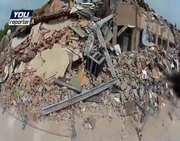 terremoto-il-drone-con-telecamera-vola-su-cavezzo