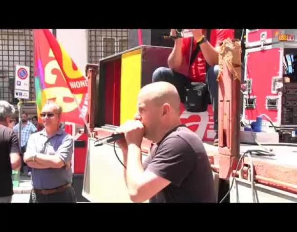 sciopero-generale-migliaia-di-lavoratori-in-piazza-a-roma-e-milano-bloccati-bus-metropolitane-e-servizi