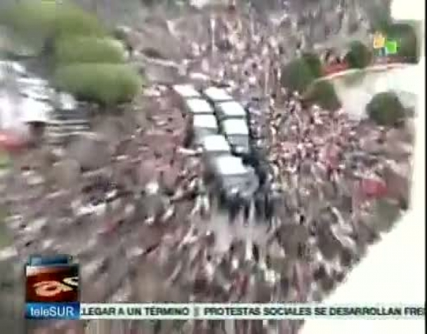 polizia-spagnola-carica-manifestanti-davanti-al-parlamento