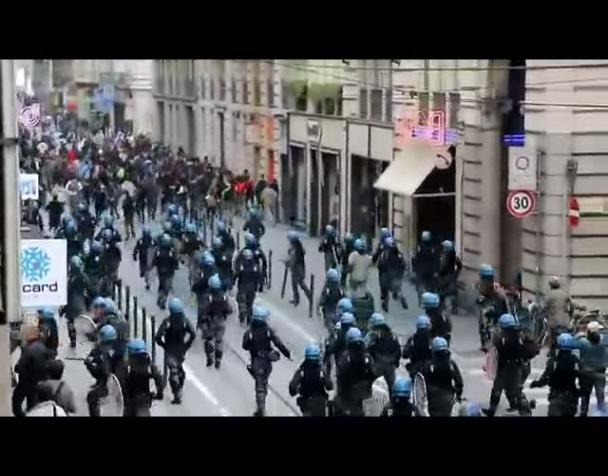 la-carica-della-polizia-contro-gli-studenti-a-torino