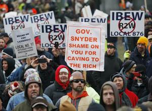 USA: Protesta in Michigan contro legge antisindacale.