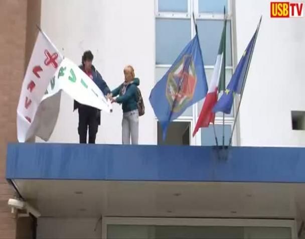roma-i-lavoratori-degli-appalti-assediano-la-direzione-generale