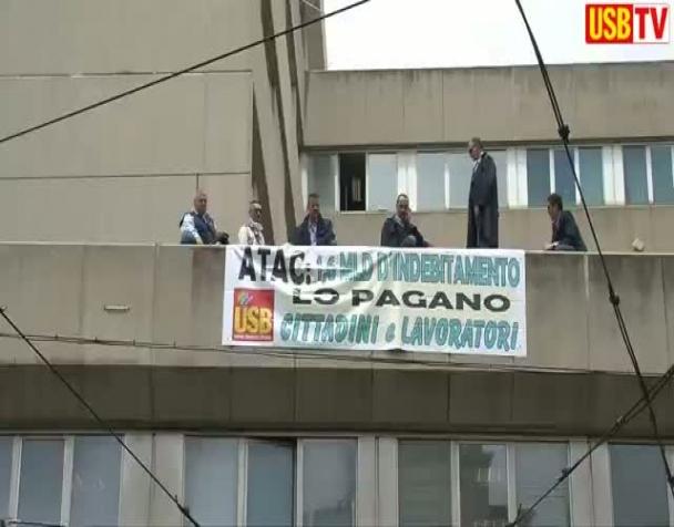 roma-i-lavoratori-occupano-la-sede-atac