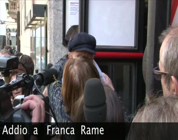 addio-franca-i-funerali-di-franca-rame-a-milano