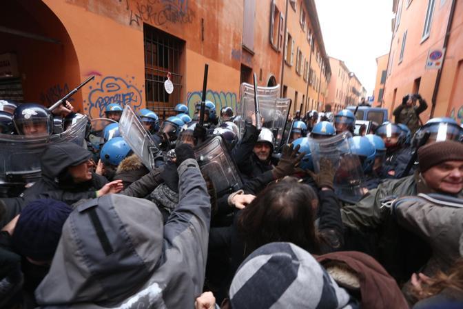 Bologna reagisce allo sgombero di Bartleby