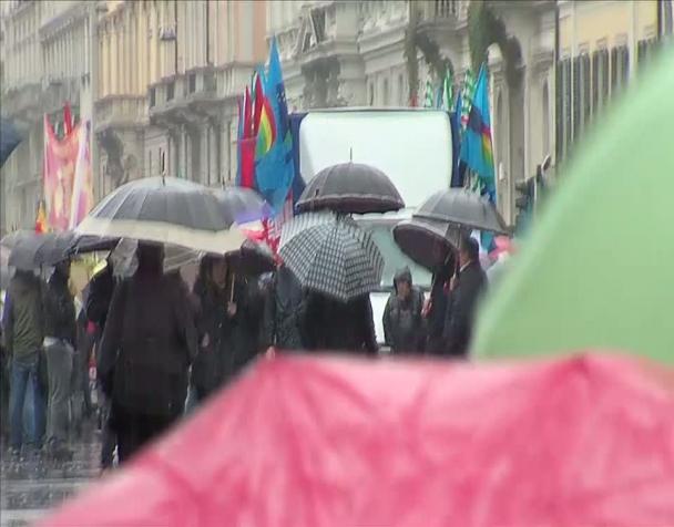milano-sciopero-generale-cgil-cisl-uil-in-piazza