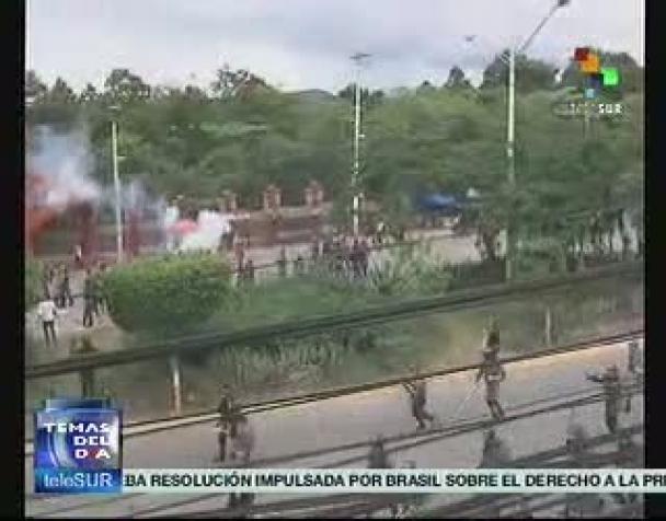 honduraspolizia-reprime-gli-studenti-in-piazza-contro-i-brogli