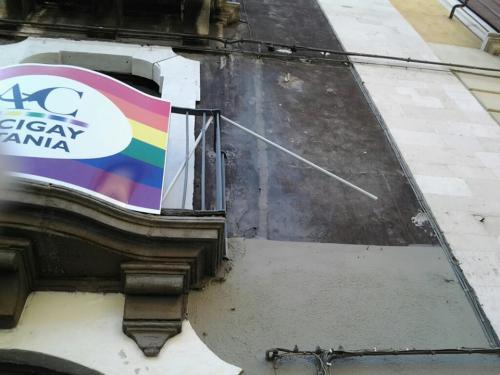 Omofobia e fascismo contro la sede di Arcigay Catania