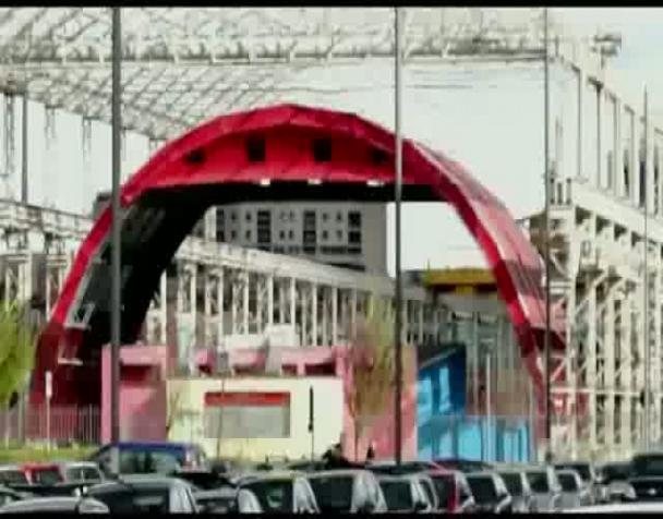 domenica-non-si-lavora-giovani-prc-contestano-un-centro-commerciale-a-milano