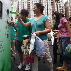 A Pechino si paga la metropolitana con bottiglie di plastica