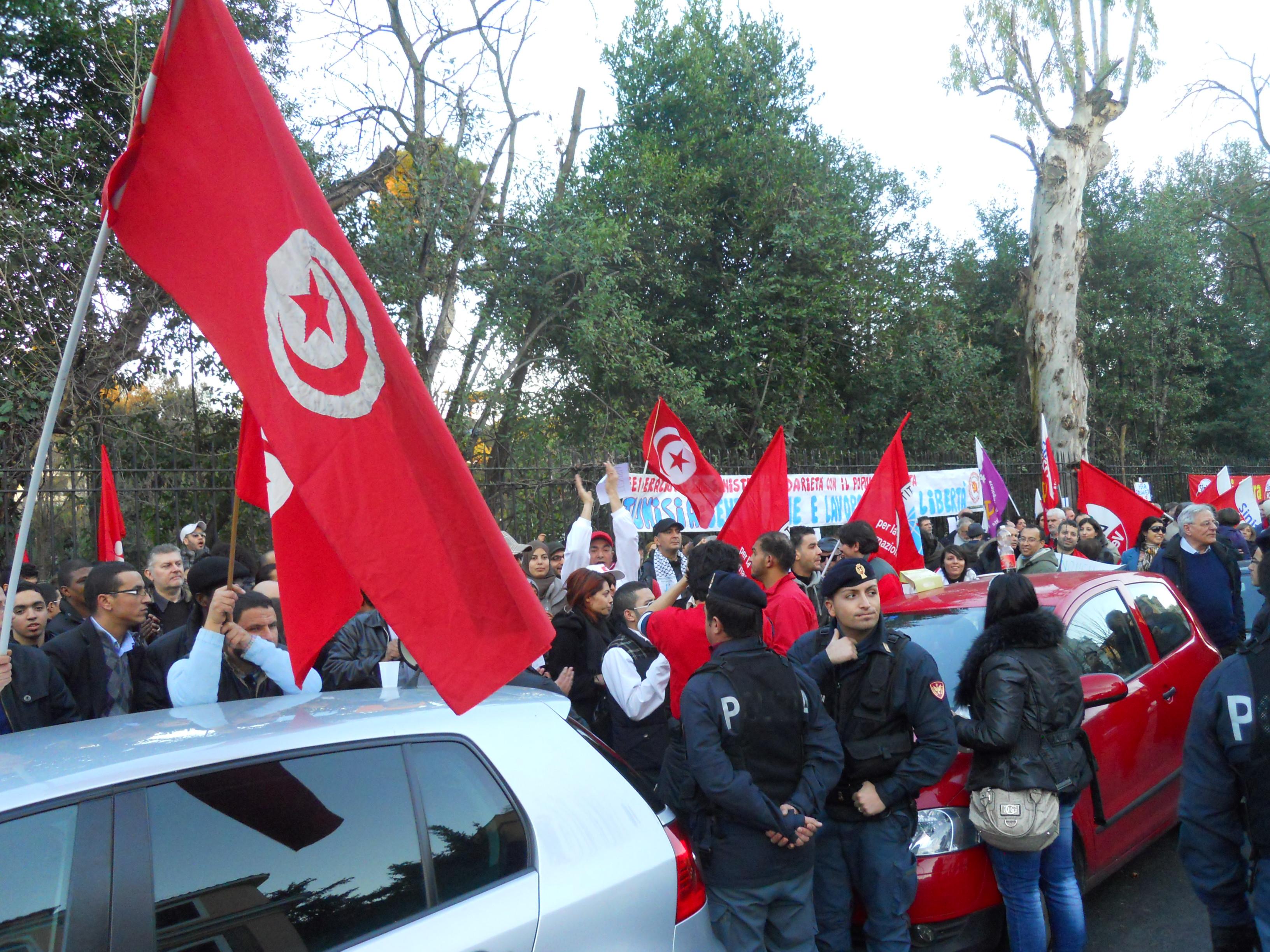 Ambasciata di Tunisia – Sit in per la democrazia – Roma 15/1/2011