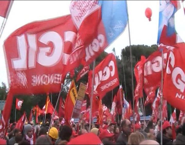 bella-ciao-dal-sottopalco-della-manfestazione-cgil-del-27-nov-a-roma