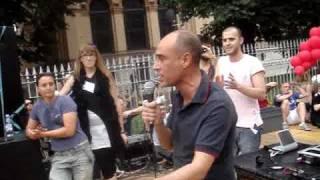 arcigay-paolo-patane-al-gay-pride-di-milano-2010