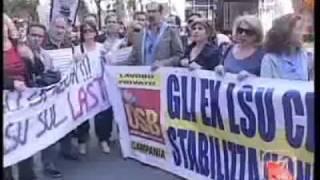napoli-18-maggio-2011-ex-lsu-ata-manifestano-davanti-al-duomo-videocomunicazioni