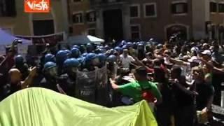 roma-22-giugno-2011-ai-precari-il-governo-risponde-col-manganello-vista-tv