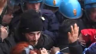 roma-6-dicembre-2010-sul-tetto-le-cariche-lo-sgombero-il-blocco-stradale