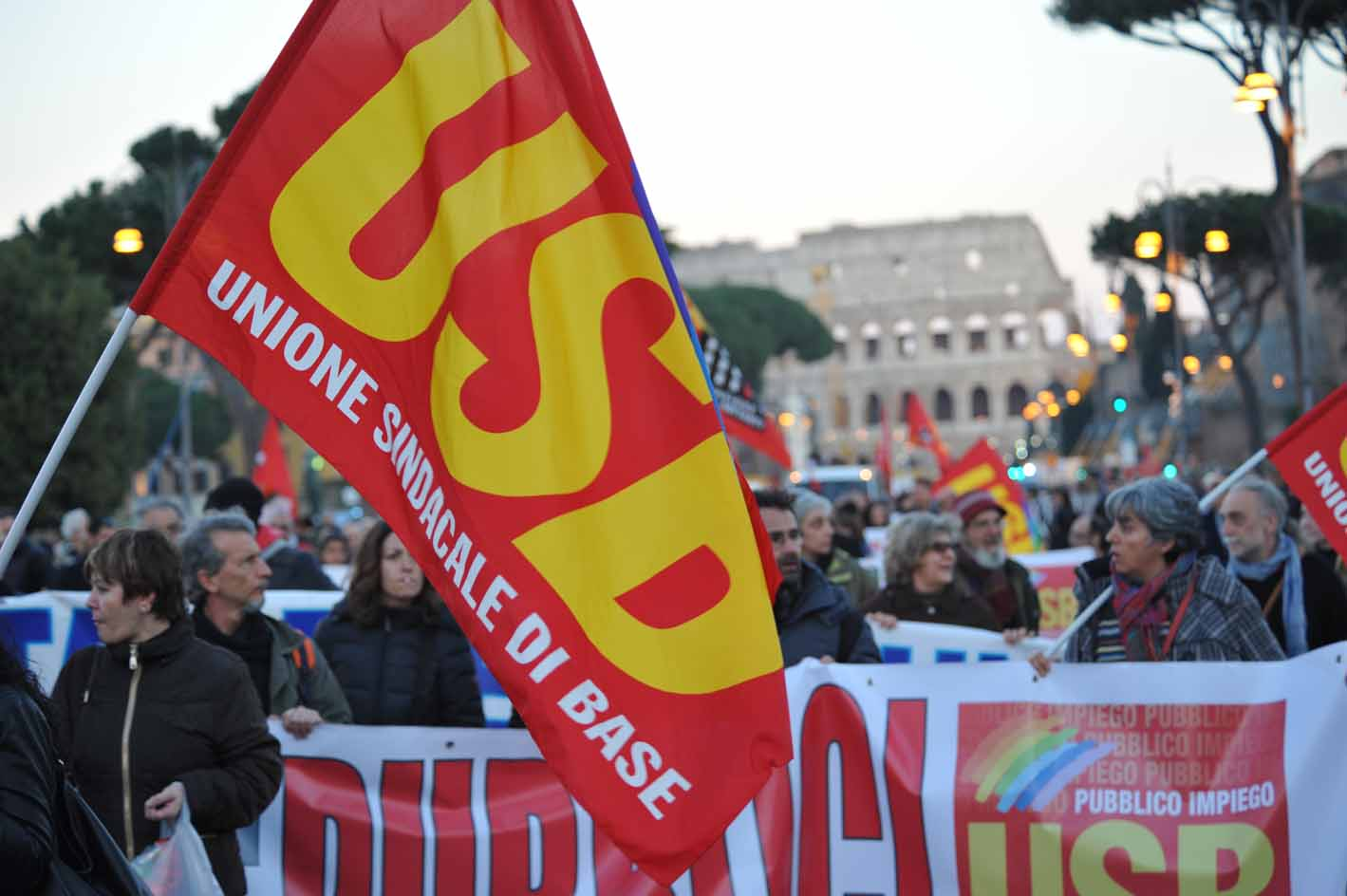 Primavera romana: decine di migliaia in piazza con Roma Non si Vende