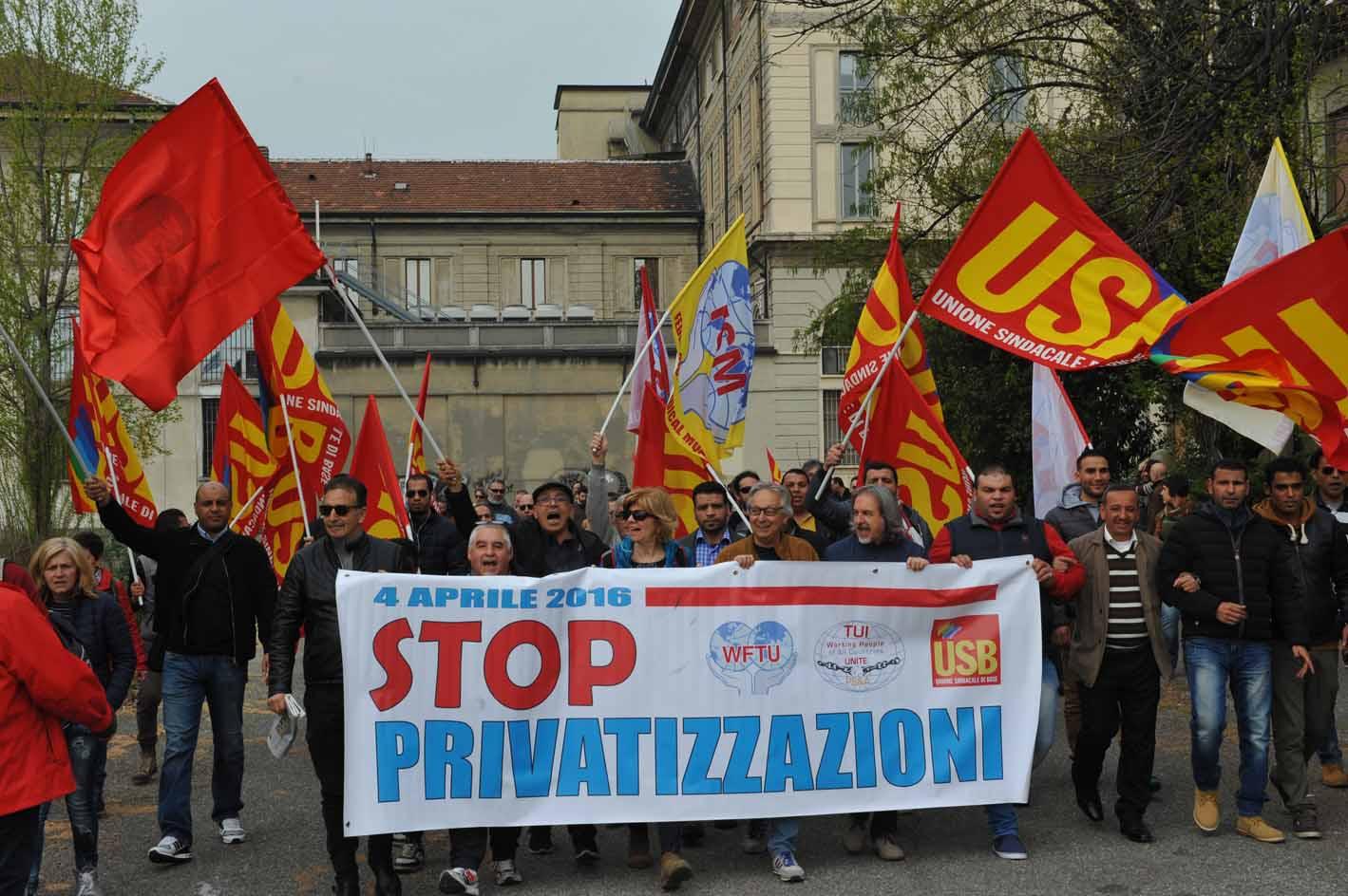 """I """"mille a Milano"""" per l'occupazione e il welfare e contro le privatizzazioni. La Piattaforma programmatica di USB sarà sostenuta anche da una grande raccolta di firme."""